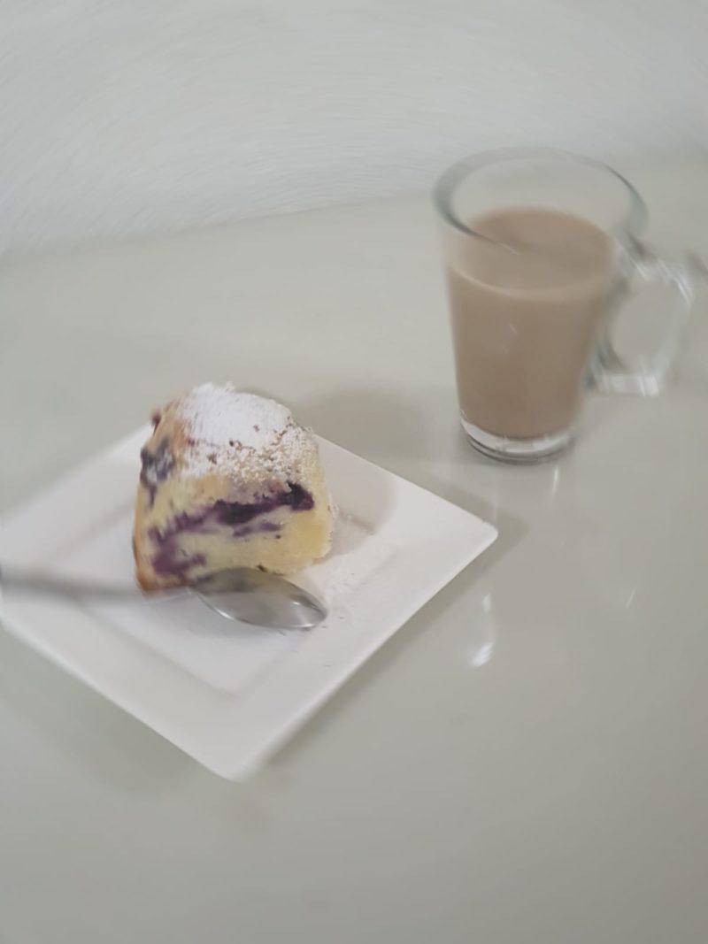 Citroencake met blauwe bessen & Latte Macchiato
